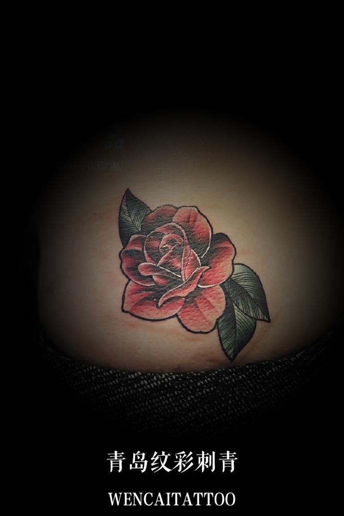 美丽的易小姐腰部玫瑰花遮盖伤疤_青岛纹身店哪里最好