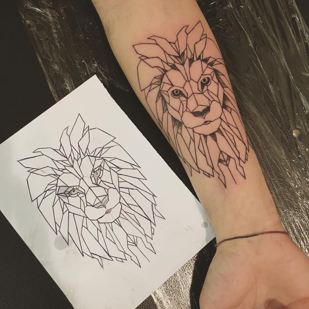 做水果行业的郭先生小臂几何狮子纹身图案